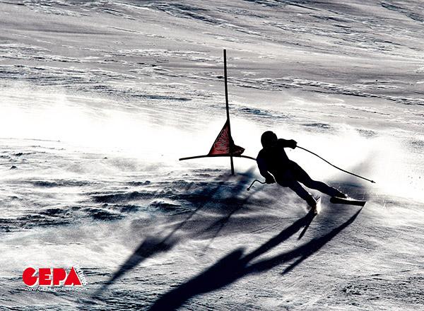 GEPA-01121134001 - BEAVER CREEK,COLORADO,USA,01.DEZ.11 - SKI ALPIN - FIS Weltcup, Abfahrtstraining der Herren. Bild zeigt ein Feature mit Hannes Reichelt (AUT). Foto: GEPA pictures/ Markus Oberlaender